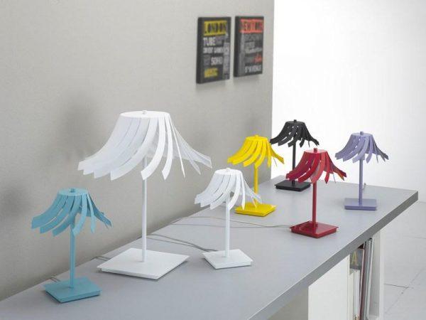 ecuador - lampada da tavolo in lamiera colorata